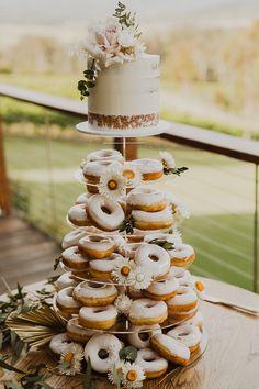 Donut Wedding Cake, Wedding Donuts, Wedding Cake Rustic, Rustic Cake, Wedding Desserts, Outdoor Wedding Cakes, Donut Party, Wedding Cake Inspiration, Wedding Ideas