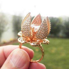 Indian Jewelry Earrings, Cute Jewelry, Wedding Jewelry, Gold Jewelry, Wedding Rings, Etsy Jewelry, Gold Ring Designs, Gold Bangles Design, Jewelry Design