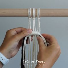 DIY Macrame Tutorial Using Horizontal Double Half Hitch Knots Macrame , DIY Macrame Tutorial Using Horizontal Double Half Hitch Knots DIY Macrame Tutorial Using Horizontal Double Half Hitch Knots. Macrame Wall Hanging Diy, Macrame Art, Macrame Projects, Art Macramé, Half Hitch Knot, Macrame Design, Macrame Patterns, Diy Wall Art, Diy Hacks