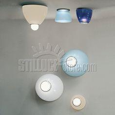 Artemide Kallias Serie di lampade da parete o soffitto particolarmente indicate per le specchiere da bagno.Kalias 110 è disponibile nelle versioni incandescente o dicroica.  Colore bianco (colore acquamare, pesca e blu in esaurimento)