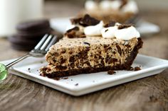 Put those Girl Scout Cookies to good use with this incredibly easy Thin Mint Pie.