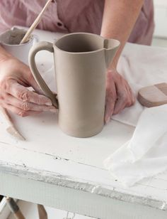 Inexpensive, elegant and versatile, pottery is a worthwhile addition to your home, and you should definitely consider getting some for your interior design project. Pottery is used to decorate diff… Hand Built Pottery, Slab Pottery, Ceramic Pottery, Ceramic Techniques, Pottery Techniques, Ceramic Pitcher, Ceramic Clay, The Potter's Hand, Slab Ceramics
