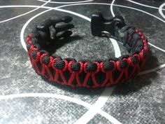 #Salomon #knot with #paracord 550 in black with red #paracord 90