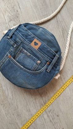 Tasche Jeans diy bag and purse Diy Bags Jeans, Diy Bags Purses, Diy With Jeans, Fabric Purses, Denim Bags From Jeans, Fabric Bags, Women's Bags, Tote Bags, Denim Jeans