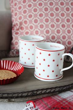 want these red and white star mugs!