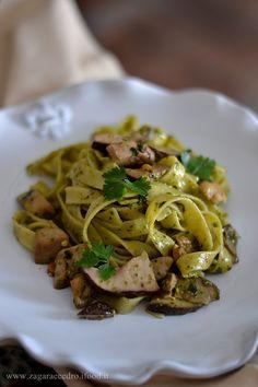 Fettuccine con pesto classico e Funghi Porcini dell'Etna http://www.zagaraecedro.ifood.it/2015/10/fettuccine-al-pesto-con-porcini-delletna.html