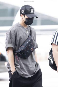 Got7 Youngjae, Jaebum Got7, Got7 Jinyoung, Jackson Wang, Got7 Jackson, Japan Fashion, Boy Fashion, Mens Crossbody Bag, Got7 Aesthetic