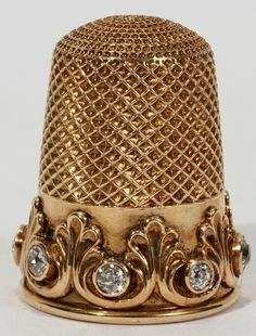 "Late Victorian ""gold thimble with mine cut diamonds"". What a beautiful sewing item,belonging to a Victorian lady who not only has beautiful jewelry,but a great piece to use when sewing. Sewing Box, Sewing Tools, Sewing Hacks, Sewing Kits, Vintage Sewing Notions, Antique Sewing Machines, Objets Antiques, Couture Vintage, Victorian Gold"