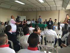 Durante toda la noche del martes, el alcalde de Popayán César Cristian Gómez, dialogó con transportadores y otros sectores sociales y empresariales para poder levantar el paro de cuatro días. / Suministrada – El Nuevo Liberal.