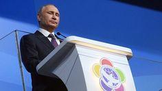 Путин: РФ заинтересована в возвращении из-за границы успешных учёных  Владимир Путин сообщил, власти РФ заинтересованы в возвращении успешных учёных из-за границы. Заявление об этом российский лидер сделал в Сочи во время общения с теми, кто участвует во Всемирном фестивале молодёжи и студентов. Путин сделал особый акцент на заинтересованности России в том, чтобы реально состоявшиеся в других странах учёные возвращались на родину, чтобы эффективно работать