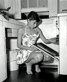 What's cookin' goodlookin'?  Audrey Hepburn my favorite photo of her