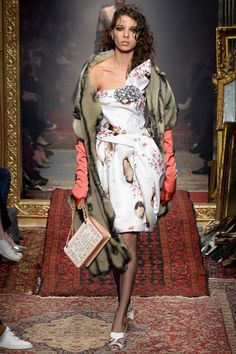 Moschino Fall 2016 Ready-to-Wear Fashion Show With Every single look Jerry is CompletlyRight