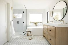 32 Rustic to Ultra Modern Master Bathroom Ideas to Inspire Your Next Renovation - The Trending House Dream Bathrooms, Small Bathroom, Master Bathroom, Bathroom Ideas, Bathroom Canvas, White Bathrooms, Beach Bathrooms, Boho Bathroom, Bathroom Inspo