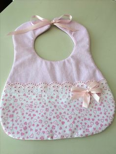 Best 12 Sewing projects for baby bibs ideas sewingforkids – SkillOfKing. Quilt Baby, Baby Clothes Quilt, Baby Sewing Projects, Sewing For Kids, Sewing Ideas, Handgemachtes Baby, Baby Bibs Patterns, Diy Baby Bibs Pattern, Bib Pattern