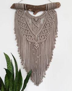 By far my favorite!  . . . #macramewallhanging #macramewandhanger #tapestry #modernmacrame #dutchmacrame #etsy #driftwood #cottonrope…