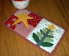 Christmas Tree Mug Rug by The Patchsmith, via Flickr
