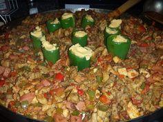Ingredientes:   1 1/2 kg Carne de res (diezmillo)  1 1/2 kg Carne de puerco (pierna)  3/4 kg Jamón  3/4 kg Salchicha  3/4 kg Chorizo  3/...