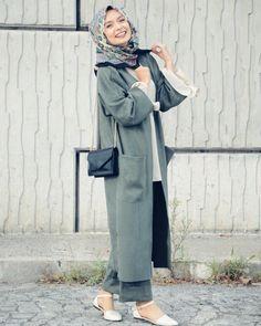 Hijab Fashion 2019 : Sélection des looks tendances spécial voilées - Tesettür Kaban Modelleri 2020 - Tesettür Modelleri ve Modası 2019 ve 2020 Kimono Hijab, Hijab Dress, Muslim Dress, Muslim Fashion, Modest Fashion, Hijab Fashion, Fashion Outfits, Muslim Girls, Muslim Women