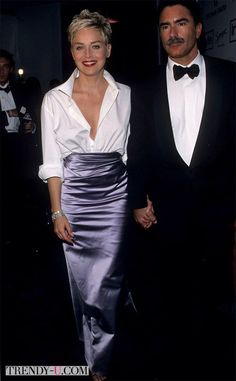 Pin for Later: 30 Iconic Oscars Dresses Worthy of Their Own Award Sharon Stone at the 1998 Academy Awards Sharon stunned fashion observers everywhere when she tucked one of her husband's white Gap shirts into a ball skirt by Vera Wang. Oscar Gowns, Best Oscar Dresses, Sharon Stone, Fashion Vestidos, Fashion Dresses, Stunning Dresses, Nice Dresses, Robes D'oscar, Ball Skirt