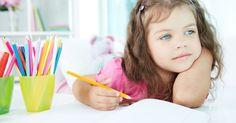 Apraksja mowy to zaburzenie, w którym dziecko ma trudność w wykonywaniu ruchów potrzebnych do artykulacji, bez fizycznych przeciwwskazań do mówienia.