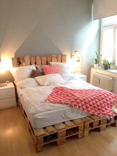 ber ideen zu palettenbett auf pinterest palettenbetten betten und kleine schlafzimmer. Black Bedroom Furniture Sets. Home Design Ideas