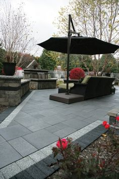 Umbriano patio with Series 3000 border and water feature