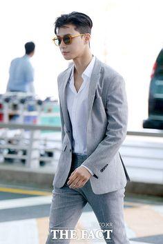 Happy 7 Years with Park Seo Joon My Loves ! ✨Keep shining, My love! Korean Star, Korean Men, Asian Men, Asian Actors, Korean Actors, Witch's Romance, Park Seo Joon, Korean Fashion, Mens Fashion