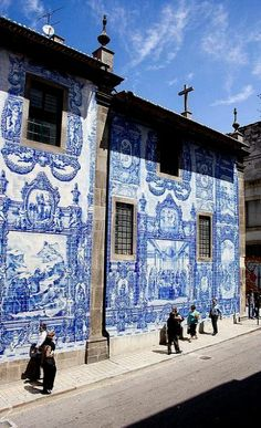 Azulejos Wall in Porto, Portugal (by zittopoldo | Giuseppe Molinari on Flickr)