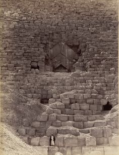 aperfectcommotion:      Entrance to the Great Pyramid, Gizah    (archimaps)