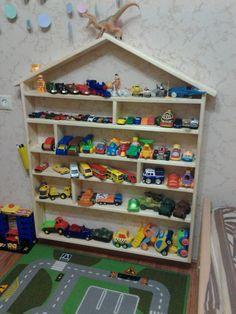 Полка-домик для игрушек.