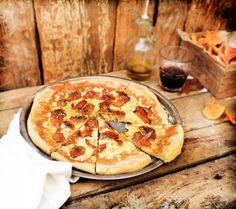 Pratos e Travessas: Pizza de cantarelos, queijo da ilha e oregãos # Chanterelles, queijo da ilha and oregano pizza | Food, photography and s...