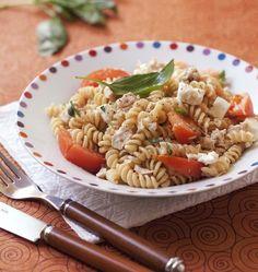 Salade de pâtes feta thon tomates, la recette d'Ôdélices : retrouvez les ingrédients, la préparation, des recettes similaires et des photos qui donnent envie !