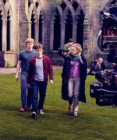 Behind the scenes Harry Potter Harry Potter Imagines, Mundo Harry Potter, Harry Potter Films, Harry James Potter, Harry Potter Theme, Harry Potter Universal, Harry Potter Characters, Harry Potter World, Harry Hermione Ron