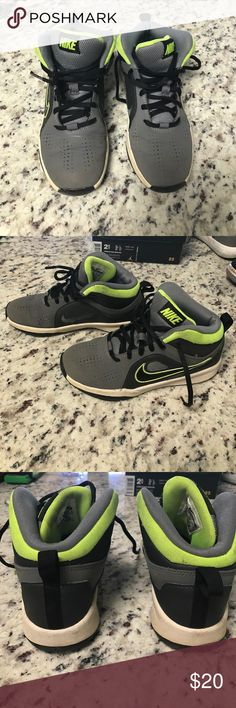 Nike • Team Hustle D 6 Kids Basketball Shoes • 1.5 Shoes have been worn a handful of times. Cleaning out my sons closet. Please check out all my other items and bundle for a discount. Nike Shoes Sneakers