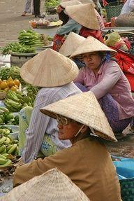 Vietnamese it is! That's 'chợ chồm hổm'.  (Collected by Vòng Vòng Việt Nam School)