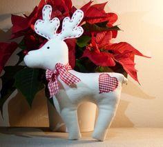 RUDOLF+Dekorativní+sobík+Rudolf+je+šitý+z+fleecu,+oči+a+parohy+jsou+z+filcu.+Výplň:+duté+vlákno.+Praní+na+30°C.+Velikost+cca:+20x26+cm+vč.+parohů Christmas Deer, Christmas Animals, Felt Christmas, Christmas Colors, Handmade Christmas, Christmas Time, Christmas Decorations, Christmas Ornaments, Moose Crafts