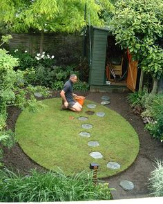 City garden design and landscaping services, Durham, North East England Small Back Gardens, Small Backyard Gardens, Small Space Gardening, Garden Spaces, Small Back Garden Ideas Uk, Circular Garden Design, Circular Lawn, Small Garden Design, Japanese Garden Backyard