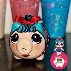 ALCANCÍAS PERSONALIZADAS 🐽 SÚPER MAN 🦸🏻♂️ • PIGGYS 🐽 ⭐️Alcancías Personalizadas, 100% pintadas a Mano 🎨 ✍🏻 ⭐️Decoraciones en cerámica… Lol, Paper Mache, Piggy Bank, Sewing, Knitting, Crochet, Instagram, Pigs, Cards