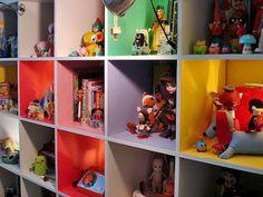 Ikea expedit : un coup de peinture spécial mélaminé à l'intérieur, et voici un meuble parfait pour la chambre des kids !