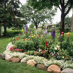 On the Edge: 16 Garden Borders You Can Make River Rock Garden Edging—use smaller stones Landscaping With Rocks, Backyard Landscaping, Landscaping Ideas, Luxury Landscaping, Inexpensive Landscaping, Landscaping Company, Backyard Ideas, Lawn And Garden, Garden Beds