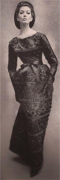"Richard Avedon ♥ 1960 - The fabric is beyond stunning. beautiful fabrics today are at a real ""premium"" price. 1960s Fashion, Moda Fashion, Vintage Vogue, Vintage Glamour, Vintage Gowns, Vintage Outfits, Vintage Clothing, Richard Avedon Photos, Rockabilly"