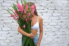 Modern soft bra with minimal design and fine trimming. Soft Bra, Nalu, Everyday Objects, Minimal Design, Simple Designs, Lingerie, Summer Dresses, Swimwear, Underwear