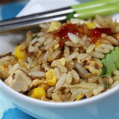 Egg fried rice with chicken and sweetcorn Rice Dishes, Food Dishes, Easy Weekday Meals, Gluten Free Dinner, Breakfast Bowls, Fried Rice, Chicken Recipes, Cooking Recipes, Egg