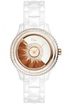 Boîtier en céramique high-tech blanche et or rose. Lunette en or rose sertie  de diamants taille baguette et ornée d une bague en nacre blanche. Gla. d12b51dcc5f