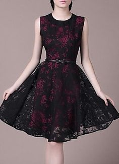 Black Collar Sleeveless Posed the Dress Waist