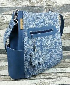 Makerist – Beuteltasche Lissy von Zaubernahnna – 1 – Purses And Handbags Diy Diy Bags Jeans, Diy Bags Purses, Purses And Handbags, Patchwork Bags, Quilted Bag, Handmade Handbags, Handmade Bags, Bag Quilt, Denim Handbags
