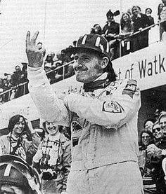 Graham Hill at Watkins Glen - Victory Salute, possibly! Formula 1 Gp, Damon Hill, Watkins Glen, F1 Racing, World Championship, Courses, Snowboarding, Graham, Victorious