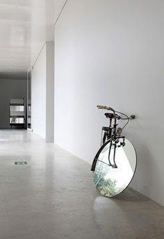 Le vélo miroir.