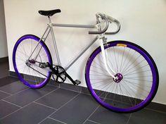 Montage d'un fixie blanc, gris et violet sur fixie-singlespeed.com Violet, Montage, Bicycle, Gray, Fixed Gear, Urban Bike, Bike, Bicycle Kick, Bicycles