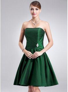 A-Line/Princess Strapless Knee-Length Taffeta Cocktail Dress With Ruffle Crystal Brooch (016002434) - JJsHouse